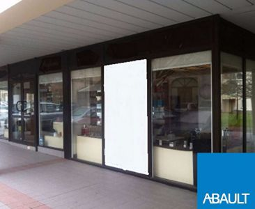 BLANQUEFORT LOCAL COMMERCIAL 67m² VITRINE 15 ml