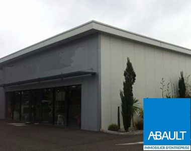ST JEAN D'ILLAC EMPLACEMENT N°1 LOCAL COMMERCIAL RECENT 500M² SUR...