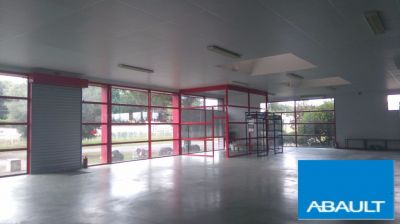 A LOUER, Local commercial 1000 m2 AXE PASSANT