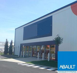 A LOUER LOCAL COMMERCIAL 850 m2 ZONE COMMERCIALE BOULIAC