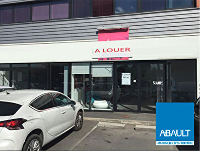 LA TESTE DE BUCH LOCAL COMMERCIAL 241M² A LOUER