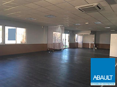 LE HAILLAN AXE PRINCIPAL LOCAL COMMERCIAL 360M²