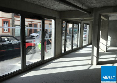 A VENDRE LOCAL COMMERCIAL LIBRE 85 M² AVENUE SAINT EXUPERY TOULOUSE...