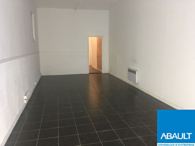 A LOUER LOCAL COMMERCIAL 65 M² ENVIRON JEANNE D'ARC TOULOUSE 31000