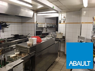 A VENDRE FONDS DE COMMERCE RESTAURANT 250 m2  ENVIRON TOULOUSE