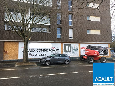 A LOUER LOCAL COMMERCIAL 220M² ENVIRON QUARTIER BONNEFOY
