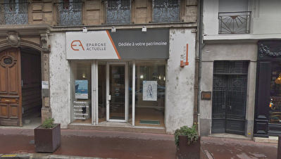 A LOUER LOCAL COMMERCIAL LOCATION PURE 52 M² ENVIRON HYPERCENTRE...