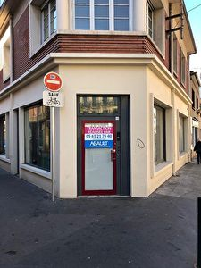 A LOUER LOCAL COMMERCIAL D'ANGLE ENVIRON 78 M2 QUARTIER SAINT AUBIN...
