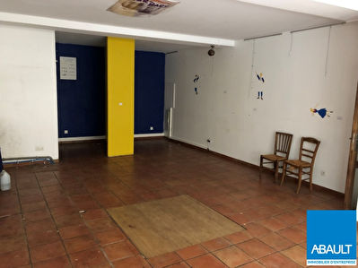 A LOUER LOCAL COMMERCIAL QUARTIER CAPITOLE 52 M² + 27 M² ENVIRON...