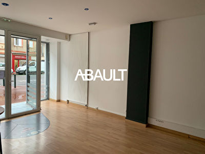 A LOUER GRANDE RUE SAINT MICHEL LOCAL COMMERCIAL 80 M² ENVIRON 31400...