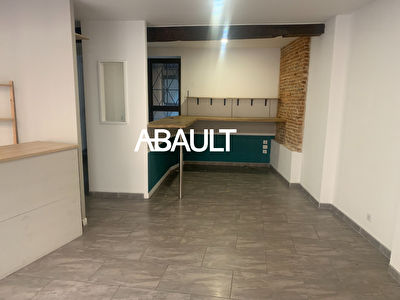 A LOUER LOCAL COMMERCIAL QUARTIER SAINT ETIENNE  50 M²  ENVIRON RDC +...