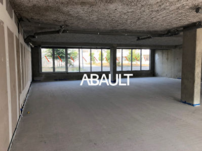 A LOUER LOCAL COMMERCIAL 390 M² ENVIRON ZAC ANDROMEDE BLAGNAC /...